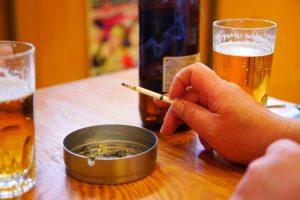 タバコ愛用者は知るべき「相互悪影響」